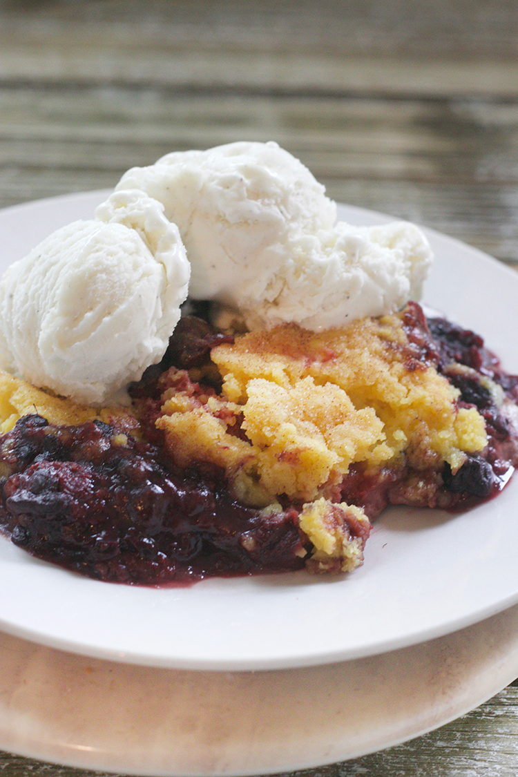 Easy Slow Cooker Berry Cobbler