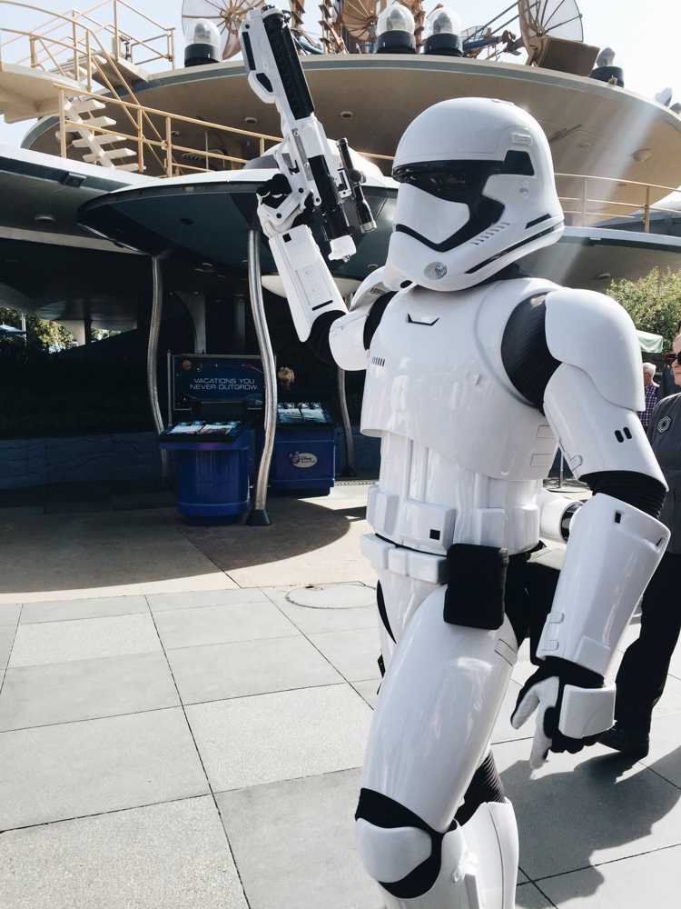 Star Wars: Galaxy's Edge Opening Dates & Reservations